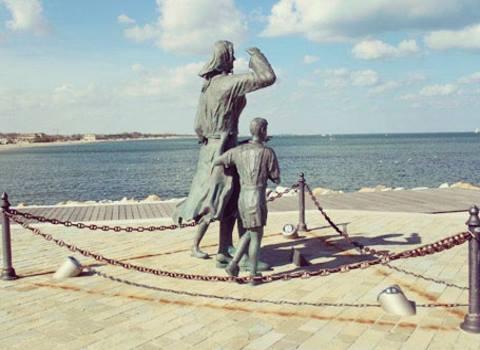 visit cesenatico piazza spose marinai